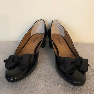 Jay Renee size 9.5 black patent shoes with bow